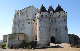 Chateau de Nogent le Rotrou proche des permances d'information et soutien aux tuteurs familiaux